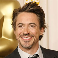 Cum arata Robert Downey Jr. in rol de pin-up girl