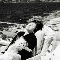 Articole despre Filme - Fotografii nemaivazute cu Elizabeth Taylor din timpul calatoriilor sale