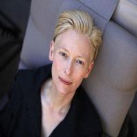 Articole despre Filme - Cateva lucruri pe care nu le stiai despre Tilda Swinton si o serie de fotografii magnifice cu aceasta femeie unica