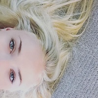 Filme Seriale - Sansa Stark s-a vopsit ca Daenerys si fanii au deja teorii