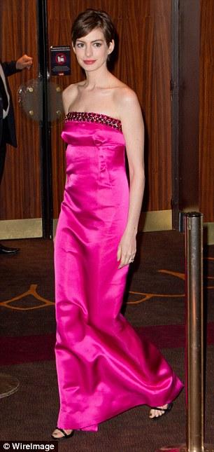 Anne Hathaway, superba la premiera Les Miserables din Paris