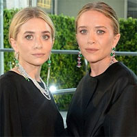 Gemenele Mary Kate si Ashley Olsen in tinute neinspirate la un eveniment important