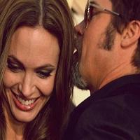 Brad Pitt si Angelina Jolie s-au casatorit in Franta
