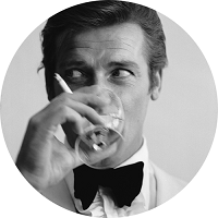 Roger Moore, cel mai celebru James Bond din cinematografie, ofera detalii spectaculoase despre actritele care au jucat alaturi de el