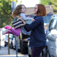 Fotografii adorabile cu actrita Alyson Hannigan si fetita ei