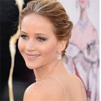 Jennifer Lawrence s-a deghizat pe strada, insa a fost recunoscuta de paparazzi