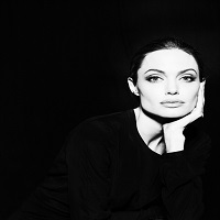Angelina Jolie si fotografiile superbe pe care i le-a facut Annie Leibovitz pentru Vogue noiembrie 2015