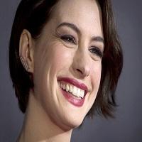 Anne Hathaway si-a confirmat sarcina printr-o fotografie si un mesaj puternic referitor la intimitate