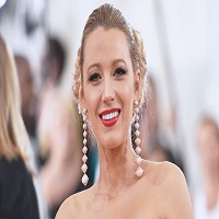 Stiri despre Filme - Blake Lively, o bomboana de femeie la premiera Cafe Society din New York
