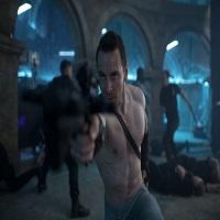 Stiri despre Filme - Michael Fassbender isi incordeaza muschii in noile imagini din Assassin's Creed