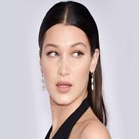 Stiri despre Filme - Bella Hadid, cazatura de toata frumusetea pe podiumul de la New York Fashion Week