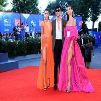 Stiri despre Filme - Festivalul de film de la Venetia - modelele Giulia Salemi si Dayane Mello au lasat totul la vedere, nimic de imaginat