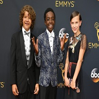 Stiri despre Filme - Pustii din Stranger Things au fost intr-o situatie controversata dupa ce au dat nominalizatilor de la Emmy sandvisuri cu unt de arahide