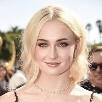 Sophie Turner/Sansa Stark din GOT are prima aparitie oficiala cu noul ei iubit