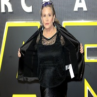 Carrie Fisher, actrita din Star Wars, a suferit un atac de cord intr-un zbor spre Los Angeles