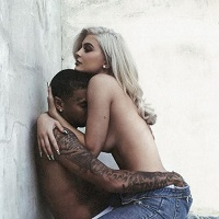Kylie Jenner s-a dezbracat pentru un scurtmetraj hot