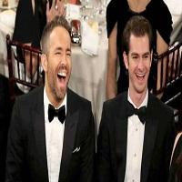Ryan Reynolds l-a consolat pe Andrew Garfield cu un sarut la Gala Globurilor de Aur