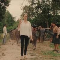 Stiri despre Filme - Angelina Jolie a regizat un film pentru Netflix- primul teaser e coplesitor