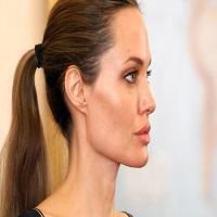 """Stiri despre Filme - Angelina Jolie a vorbit pentru prima data despre """"divortul dificil"""" de Brad Pitt"""