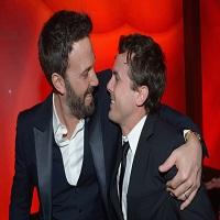 """Ben Affleck incearca sa nu planga cat fratele sau Casey isi accepta premiul Oscar pentru """"cel mai bun actor"""""""