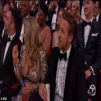Stiri despre Filme - Cine este tanara cu bust generos care l-a insotit pe Ryan Gosling la Oscarurile 2017