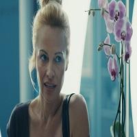 Stiri despre Filme - Pamela Anderson si-a schimbat complet look-ul si arata incredibil