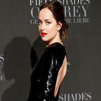 Rochia Dakotei Johnson de la premiera Fifty Shades Darker l-ar face foarte fericit pe Christian Grey