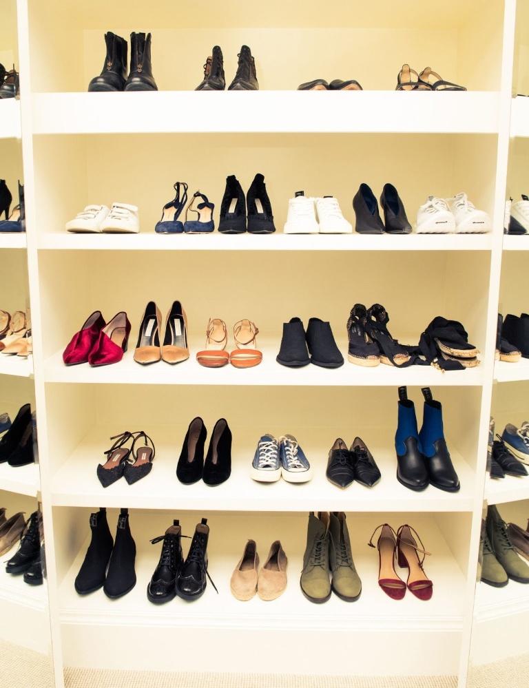 gallery-1488827549-emma-watson-closet-shoes.jpg
