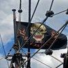 Stiri despre Filme - Poza cu steagul lui Blackbeard din Pirates of the Caribbean IV