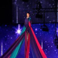 Articole despre Muzica - Katy Perry interpretare live emotionanta a noi piese  Unconditionally la premiile MTV