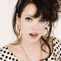 Articole despre Muzica - Lily Allen a lansat noua melodie Hard Out Here