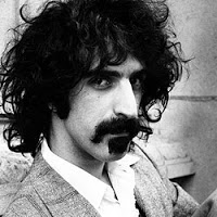 Articole despre Muzica - Frank Zappa, un nebun frumos si 10 melodii care sa ne aminteasca de el