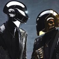 Articole despre Muzica - Evolutia si povestea din spatele costumelor celor de la Daft Punk