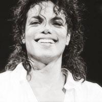 Articole despre Muzica - 5 dintre fanii lui Michael Jackson vor primi bani pentru daunele emotionale provocate de moartea artistului