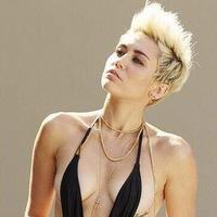 Articole despre Muzica - Asculta coverul cantaretei Miley Cyrus dupa Arctic Monkeys