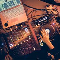 Articole despre Muzica - Be the Warm Up DJ - aplicatia Facebook prin care poti ajunge in line-up-ul petrecerilor Oxygen