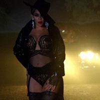 Articole despre Muzica - Beyonce joaca rolul unei neveste plictisite care se transforma intr-o dansatoare la bara pentru a-l seduce pe Jay Z, in noul clip - VIDEO