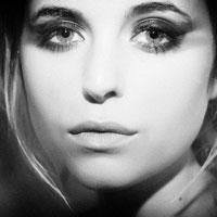 Articole despre Muzica - Kyla La Grange a facut un cover superb dupa piesa Wrecking Ball a lui Miley Cyrus - AUDIO