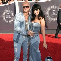 Articole despre Muzica - Cele mai scandaloase si provocatoare tinute ale vedetelor de la premiile MTV Video Music Awards 2014
