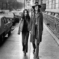 Articole despre Muzica - O serie de fotografii intime cu Yoko Ono din anii '70 si pana in prezent