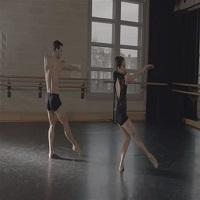 """Articole despre Muzica - Doi balerini ai English National Ballet au creat un moment cu totul special pe melodia """"Bohemian Rhapsody"""""""