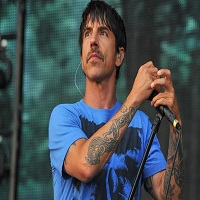 Articole despre Muzica - Solistul Red Hot Chili Peppers a fost internat