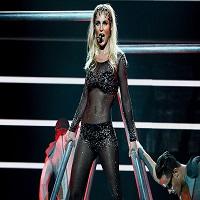 Articole despre Muzica - Britney Spears, la un pas sa ramana goala in timpul unui concert, dupa ce i s-a desfacut sutienul