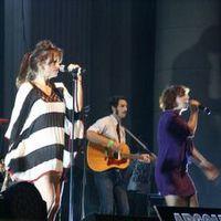 Cronici de Concerte si Evenimente - Nouvelle Vague la Backyard Weeked 2013 - senzualitate frantuzeasca si dans nebun