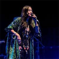 Cronici de Concerte si Evenimente - Hindi Zahra live:  o demență frumoasă și imprevizibilă într-un show de pus în ramă