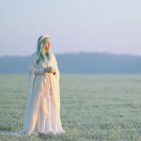 """Interviuri cu Artisti - Andreea Verde - Lost in Chapter 3: """"Mi-am pus amintirile pe podea intr-o garsoniera"""""""