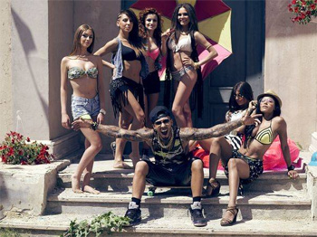 Alex Velea aduce plaja intre blocuri in noul videoclip, E marfa tare