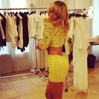 Rihanna s-a pozat in timp ce facea cumparaturi in Paris