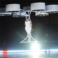 Lady Gaga a aparut in prima rochie zburatoare din lume (foto si video)