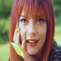 Lily Allen vesela si foarte schimbata in noul clip pentru melodia As Long As I Got You